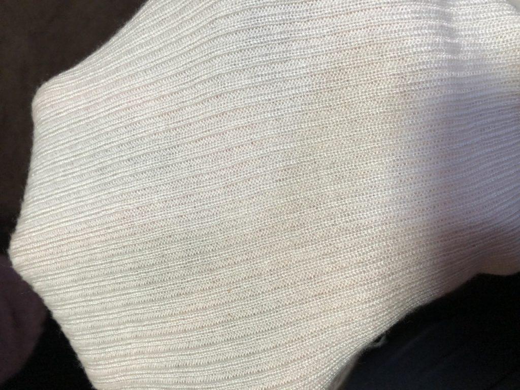 GUのハイネックリブセーター